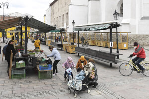 WEEK 12: The open-air market on Dominican Square in Košice opened again on March 23, 2021, following the Public Health Authority's decision to reopen open-air markets in Slovakia.
