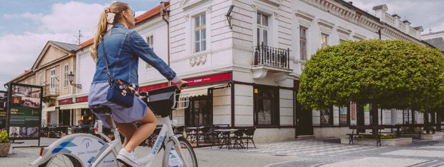 A resident or a tourist can rent a bike up to 10 hours per time.
