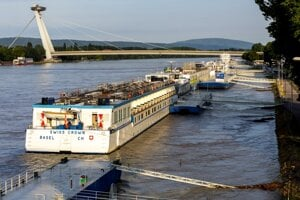 Water level of the Danube in Bratislava is higher than usual.