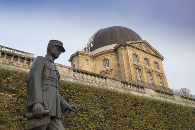 The statue of MRŠ by the Meudon Observatory in Paris.