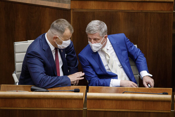 Sme Rodina leader Boris Kollár (right) and Health Minister Vladimír Lengvarský (OĽaNO nominee).