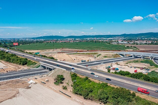 Opening of all the stretches of the long-awaited D4/R7 bypass of Bratislava is postponed.