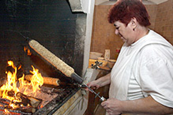The trdelník is baked over an open fire.