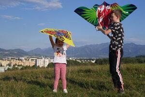 Children flying kites in Žilina.