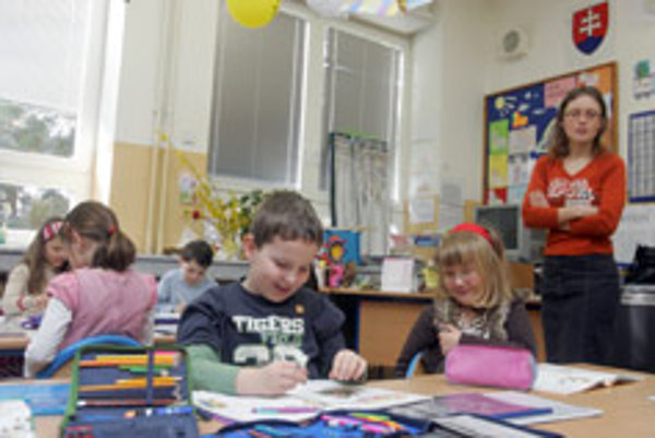 Critics say the new education bill includes trivial details without making fundamental reforms.