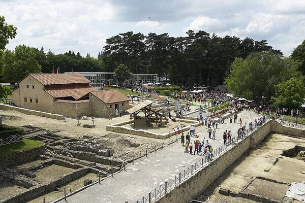 The Carnuntum Archeological Park  and the Schloss Hof castle have become popular destinations for Slovaks