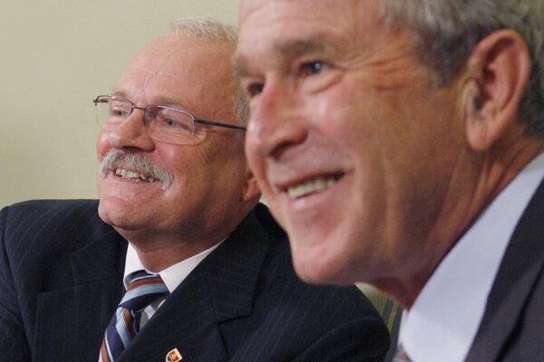 Slovak President Ivan Gašparovič (left) and U.S. President George W. Bush.