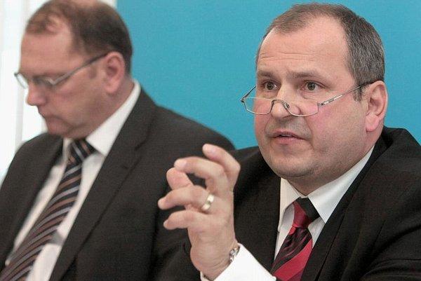 Minister Ľubomír Vážny (l), and NDS director Igor Choma.