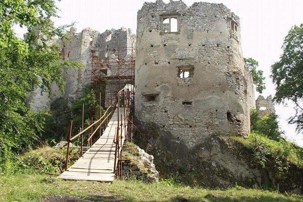 Uhrovec Castle, awaiting a newbridge.