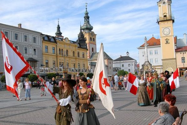 Entourages to King Mathias Corvinus and Queen Beatrix cross SNP Square celebrating the Central Slovak Museum.