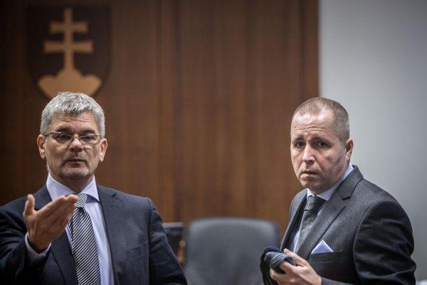Martin Novotný (r) and his lawyer