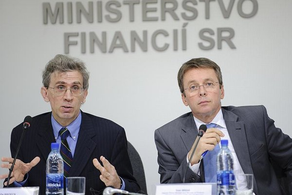 IMF head of mission Mark De Broeck (left) and Slovak Finance Minister Ivan Mikloš.