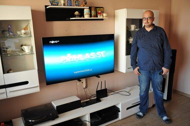 Pán Štefan z Košíc s novým Samsung QLED TV