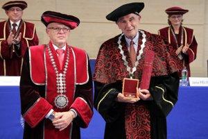 EU v Bratislave udelila čestnú vedeckú hodnosť Andreasovi Wörgötterovi