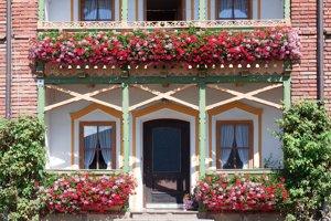 Kvetinový balkón je len začiatkom. Myslite aj na vlastné pohodlie.