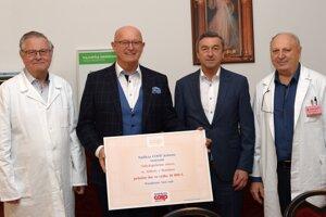 Onkologickému ústavu sv. Alžbety v Bratislave venovala Nadácia COOP Jednota 10 000 eur na zakúpenie anestéziologického prístroja.