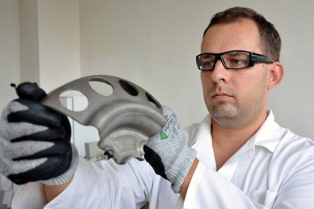 Na Útvare vedy a výskumu v U.S. Steele Košice až 60 percent z celkového počtu zamestnancov vyštudovalo Fakultu materiálov, metalurgie a recyklácie TUKE.