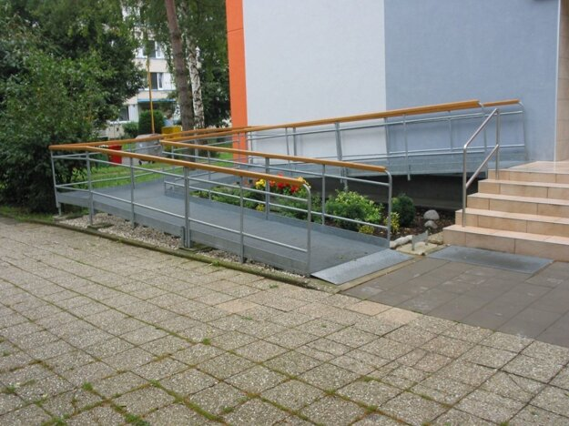 Roštové rampy pre hendikepovaných a seniorov
