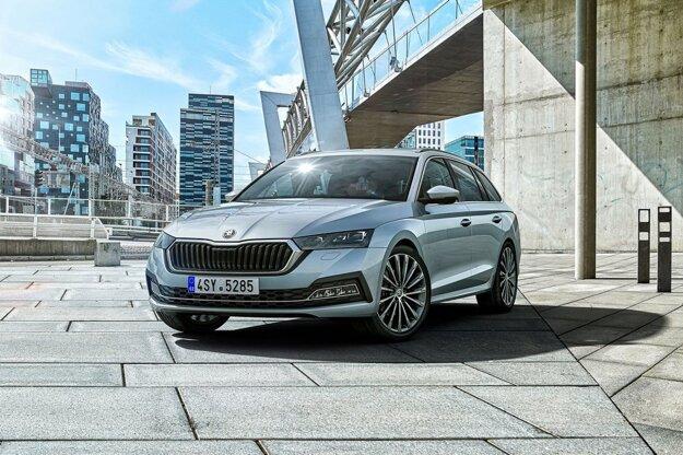 OCTAVIA je druhým najpredávanejším vozidlom. OCTAVIA, ktorá minulý rok prišla na trh vo svojej štvrtej generácii, sa stala druhým najpredávanejším vozidlom v roku 2020 u nás s počtom 3 997 predaných kusov.