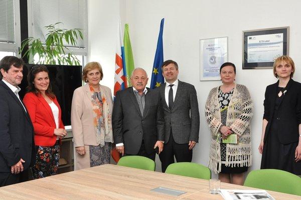 Igora A. Leščeňu, veľvyslanca Bieloruskej republiky v SR, privítal na pôde Slovenskej poľnohospodárskej univerzity v Nitre rektor prof. Peter Bielik a členovia vedenia.