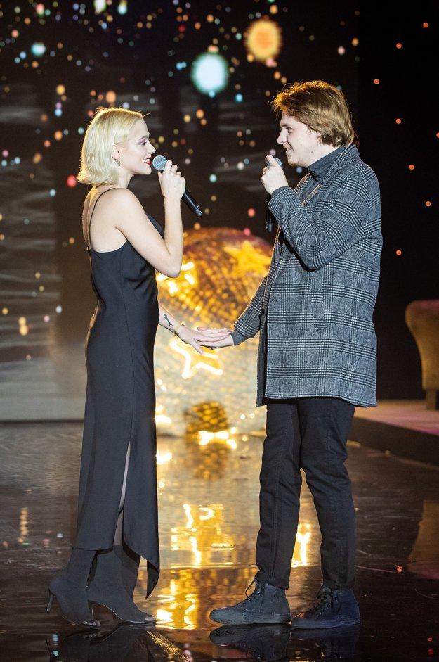 Emma Drobná s priateľom Štěpánom Urbanom si strihli dueto Falling Slowly.