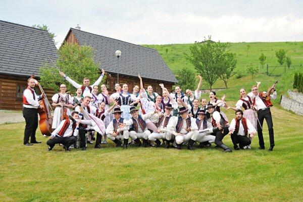 Projekt Rozšírenie krojovej dielne FS Dúbrava realizuje OZ Prešovské kultúrne spoločenské združenie