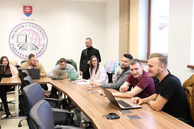 Študenti Fakulty manažmentu majú možnosť angažovania sa vštudentských kluboch (napríklad vKlube digitálneho marketingu)