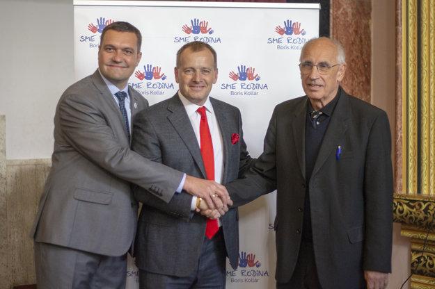 Viliam Novotný, Boris Kollár a Peter Jurík (zľava) spoločne po vyhlásení podpory.