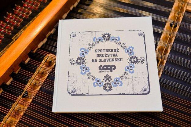 Pri príležitosti 150. rokov pripravila COOP Jednota Slovensko publikáciu s množstvom fotografií.