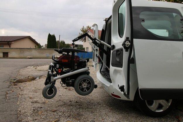 Elektrický žeriav na nakladanie vozíka
