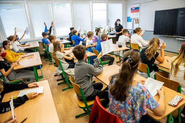 Približne 2 400 žiakov má za sebou prvý vstupný test programu FinQ