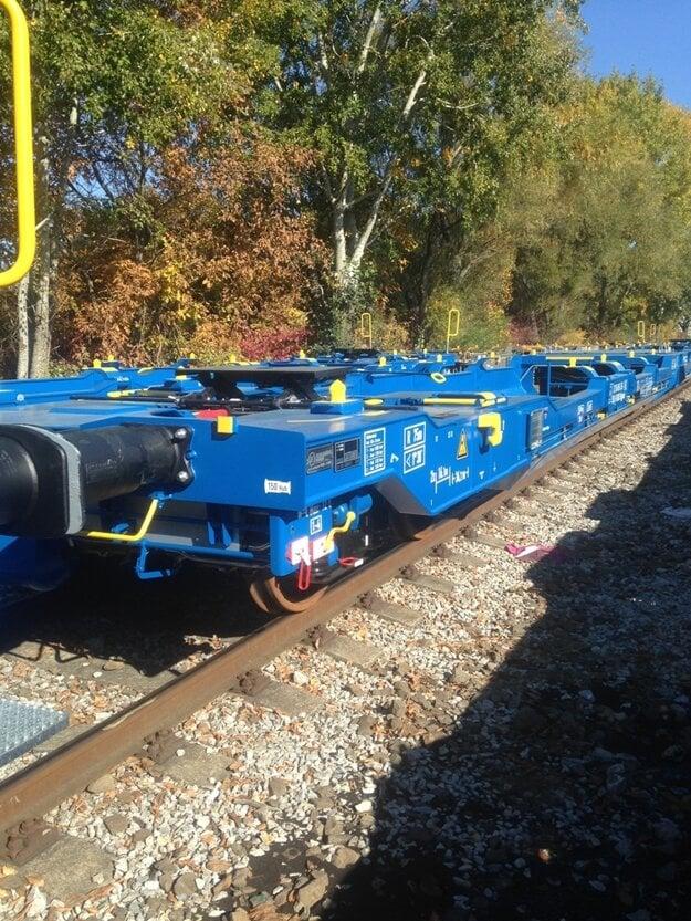 V Tatravagónke Trebišov ročne vyrobia vyše 700 kusov dvojčlánkových plošinových vagónov na prepravu kontajnerov pre významných železničných prepravcov v Európe.