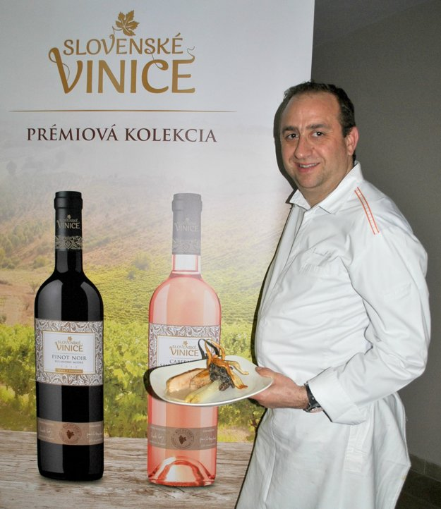 Šéfkuchár zFrancúzska-Lionel Levy nakombinoval menu zfrancúzskeho jedla aslovenských vín.