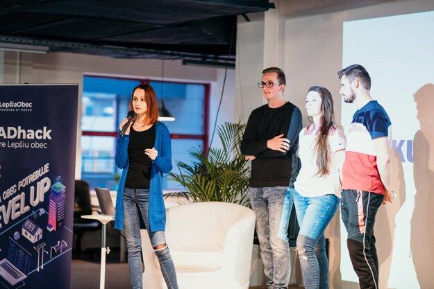 Tretí tím pri svojej prezentácii