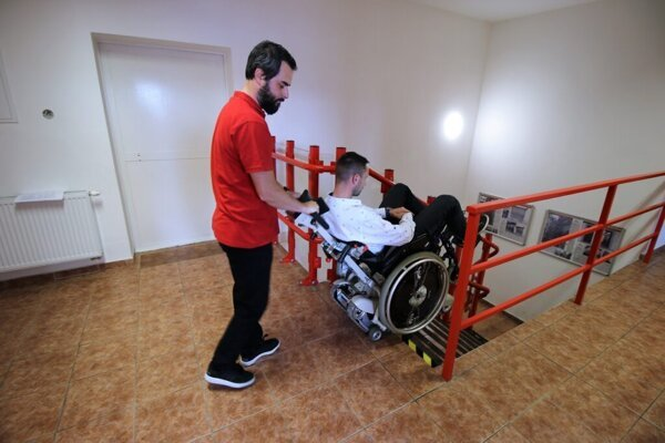 Pásový schodolez s vozičkárom