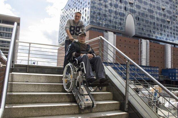 Pásové schodolezy pre invalidov sú absolútne bezpečné a stabilné na schodoch