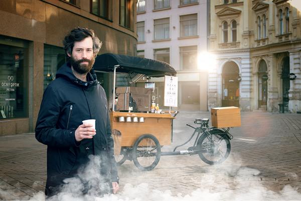 Martin Králik je zakladateľom a majiteľom kaviarní Pán Králiček