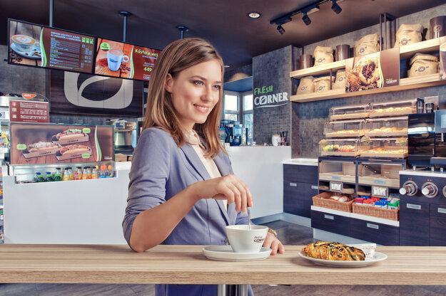 Najobľúbenejším sladkým pečivom vo Fresh Corneroch na Slovenku sú pletenky s pekanovými orechmi a javorovým sirupom.