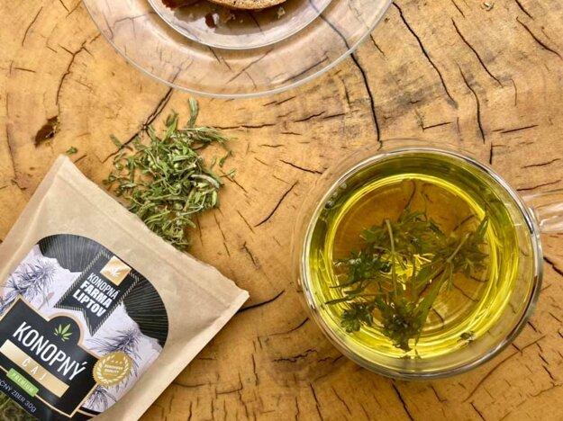 Konopný čaj je plný vitamínov, kanabinoidov so silnými antioxidačnými účinkami, chlorofylu.