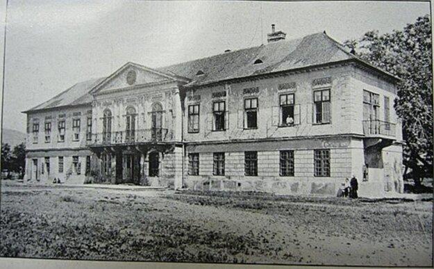 Berchtoldov palác bol postavený v roku 1831, zbúraný v roku 1981.