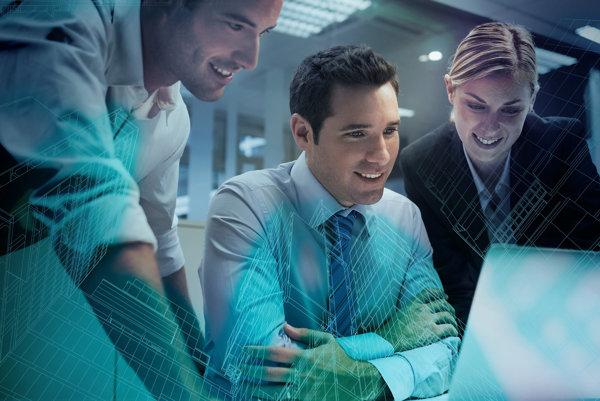 Siemens na Slovensku v súčastnosti zamestnáva viac ako 1500 odborníkov a do ich vzdelávania investuje ročne až 700 tisíc eur. Zároveň poskytol 12 510 osobohodin školení svojím obch. partnerom