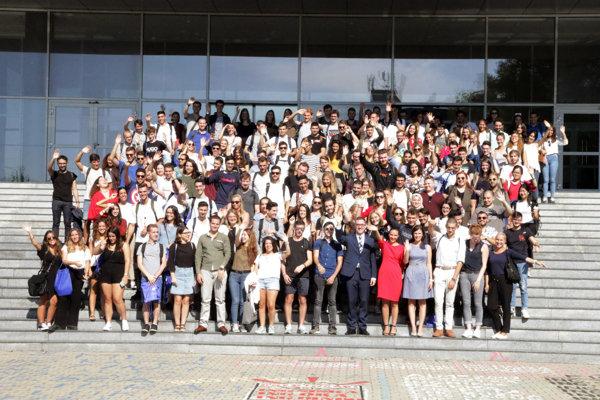 EU v Bratislave privítala v novom akademickom roku 200 študentov z 23 štátov sveta