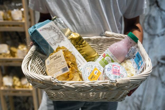 V družstevnej predajni Sanagro nájdete len produkty zo slovenských fariem, ktoré patria jednému majiteľovi.