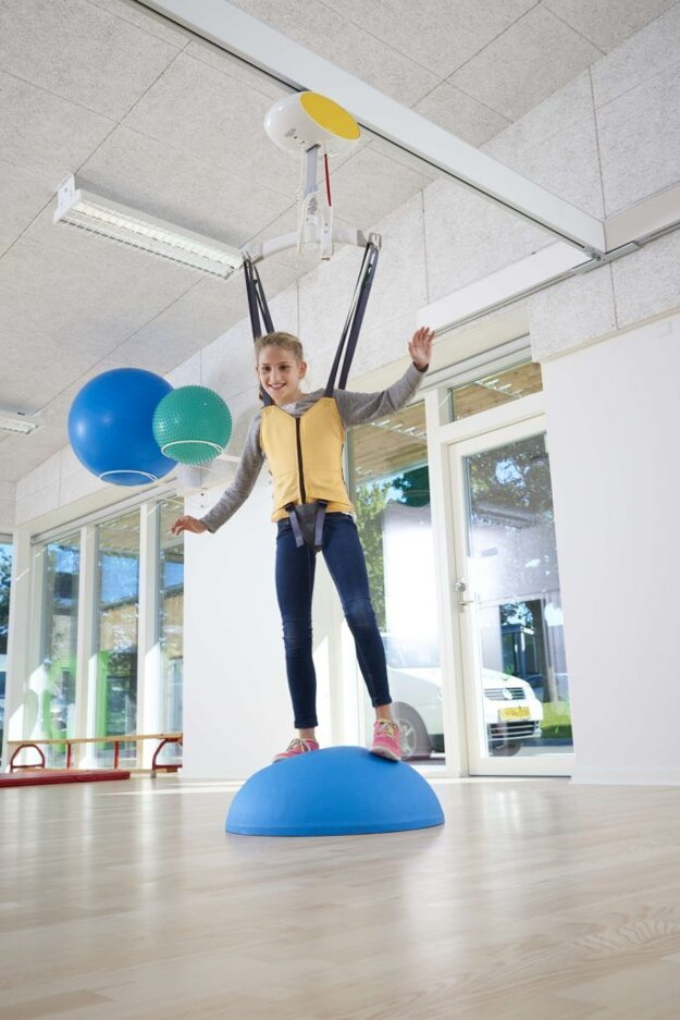 Stropný zdvihák na cvičenie a rehabilitáciu