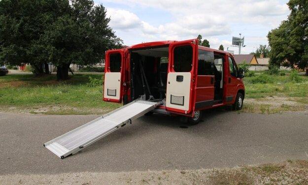 Mechanická nájazdová rampa do auta pre vozičkára