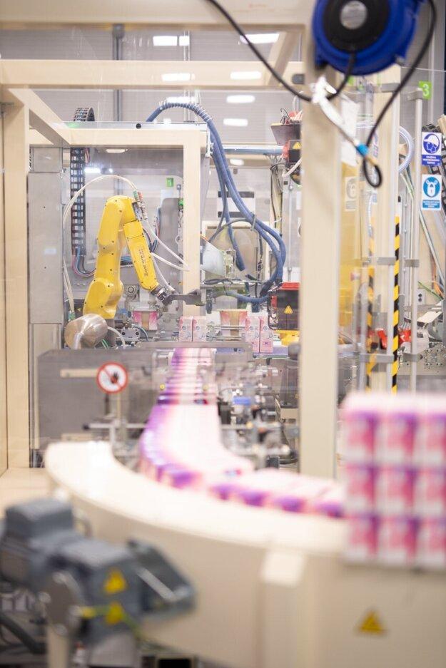 Výroba je plne automatizovaná s riadiacimi systémami od svetových výrobcov