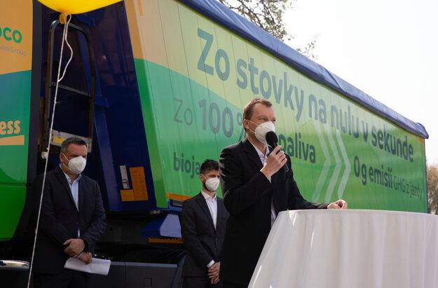 Vľavo Pavol Piešťanský, Yellow Express, vpopredí Radoslav Jonáš, Meroco aza ním Martin Šácha zo Združenia pre výrobu avyužitie biopalív.