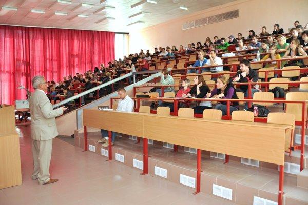 FAPZ ponúka akreditované študijné programy na všetkých stupňoch štúdia, rozšírené o možnosti štúdia v zahraničí.