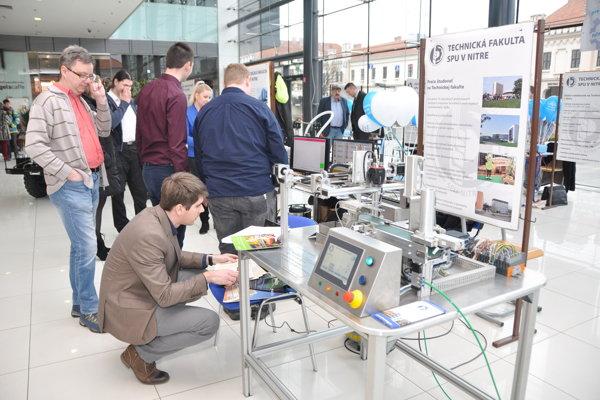 Technická fakulta SPU v Nitre prišla za budúcimi študentmi do obchodného centra