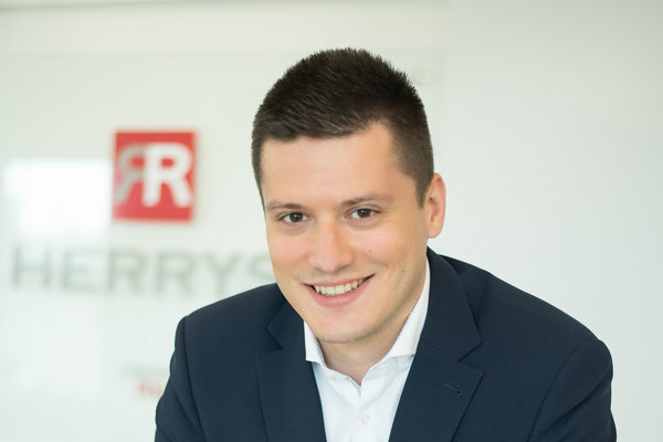Martin Marsina, Associate Partner